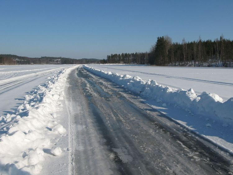 1200px-Ice_road_saimaa