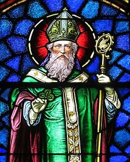 256px-Saint_Patrick_Catholic_Church_(Junction_City,_Ohio)_-_stained_glass,_Saint_Patrick_-_detail